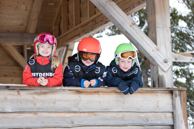 Anne Tenold er kusinen til brødrene Olav Heltne Tenold og Herman Heltne Tenold. Alle tre er med i Tertnes Alpin og deltok i rennet på Bavallen.