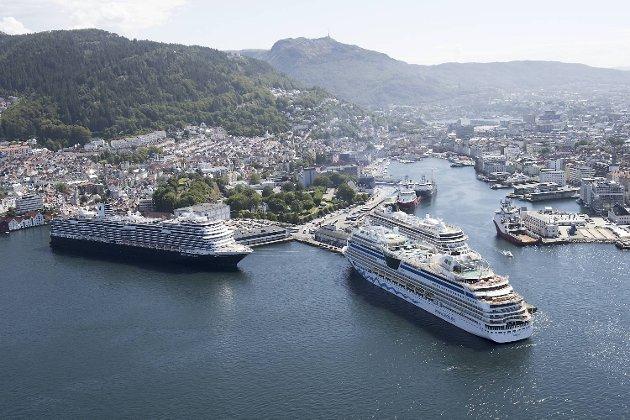 Ifølge TØI kan Bergen havn vente seg en sterk økning av cruiseskip de neste årene. FOTO. ARNE RISTESUND