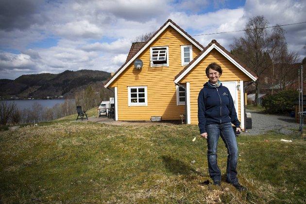 Solveig Lilletvedt (bildet) og familien bor på gården hun er vokst opp på.