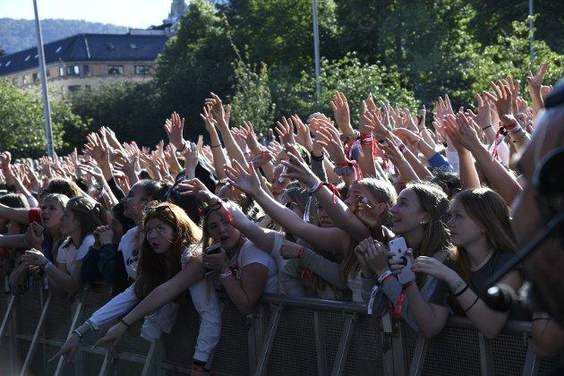 FULL KOK: Det koker på Festplassen, både på scenen og blant publikum.