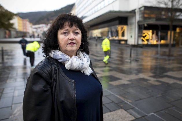 Pårørende Elin Anne Aksdal synes det er trist at frivillige hjelpere ved Strax-huset har fått utdelingsnekt.