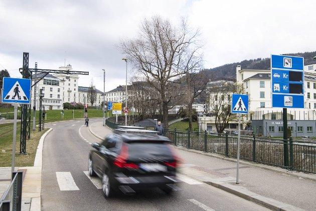 Eks-regjeringens panisk bompenge-kompromiss kunne gitt bergenserne en takstreduksjon på en fattig krone, men da øker trafikken – og det var absolutt ikke den borgerlige kompromiss-regjeringens forutsetning. ARKIVFOTO: Emil W. Breistein