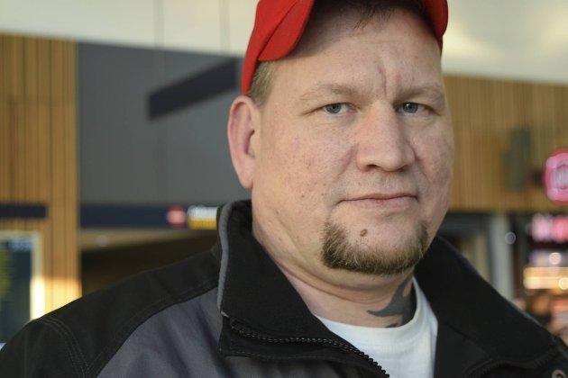 Roy Hauge sparte 14 000 kroner på flybilletter. – Jeg synes det er flott, sier han.