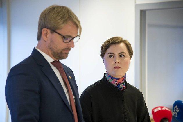 Roger Valhammer og Linn Engø på pressekonferansen der sistnevnte offentliggjorde at hun går av. FOTO: ANDERS KJØLEN