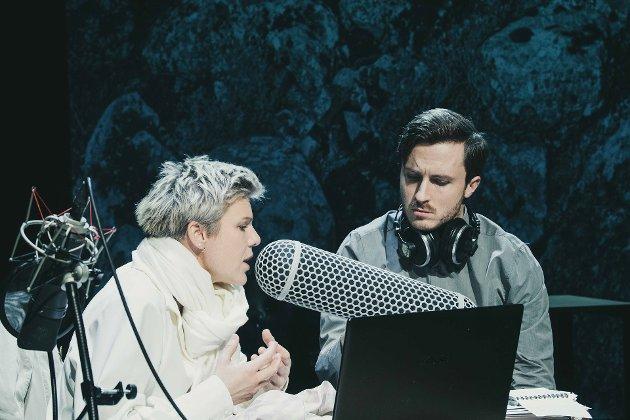 Reny Gaassand Folgerø og Knut Erik Engemoen  spiller NRK-journalister som lager podkast om mysteriet i Isdalen.