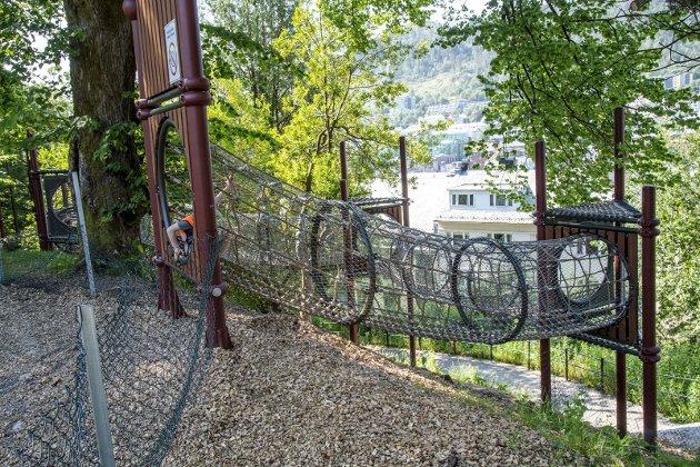 – Vi har allerede fått noen flotte destinasjonslekeplasser de siste årene på Fløyen og i Nygårdsparken supplert av Skansen. Men det min familie savner, er en lekeplass midt i sentrum som gjør byturen både enklere og morsommere for store og små.