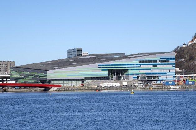 – I Bergen trenger vi en debatt, i god tid før Åsane visstnok skal få bybane oppe i dagen. Da kommer nybyggene etter, vær du sikker. Du finner ikke mange bergensere som forsvarer Ado-Arena (bildet), de grønne bygningene på Årstadvollen, eller «matboksen» på Strandkaien, skriver Finn Bjørn Tønder. Arkivfoto: Arne Ristesund