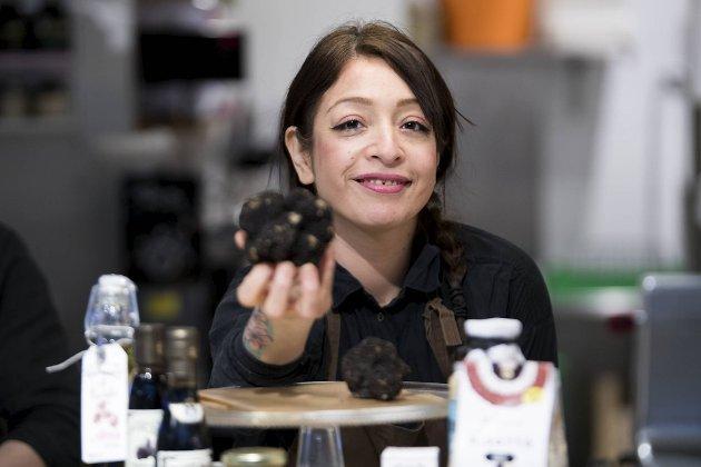 Jennifer Fernandez på Colonialen selger trøffel, samt utgaver av tilbehør som inneholder den eksklusive råvaren. Den karakteristiske duften av trøffel er ikke å ta feil av!
