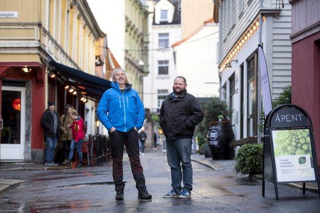 Onsdag denne uken fortalte BA historien om huseierne, Geir og Jan-Erik Hæve, som klarte å skape liv i Skostredet. – På andre siden av Nedre Korskirkeallmenning kan situasjonen beskrives med to ord. Et høl, skriver Erling Gjelsvik.