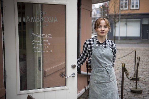 BA skrev om hvordan Café Ambrosia har tatt i bruk kreative løsninger for å holde hodet over vannet under krisen. – Et godt lokalsamfunn trenger mer enn gigantene som kan reddes av statens krisefond, skriver Filip Rygg. FOTO: ANDERS KJØLEN