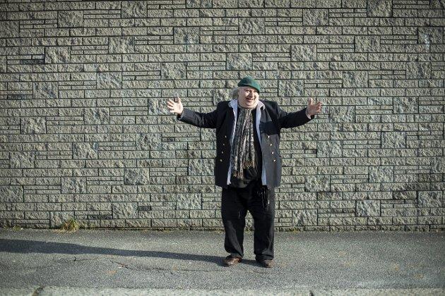 Billedkunstner og dukkespiller Gunnar Borgen Nygård er kritisk til at den omstridte jødekarikaturen i Solheimsviken ble fjernet.