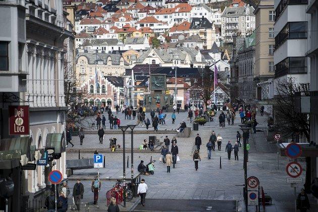 – Kjøpesentrene i sentrum har blitt mer og mer tragiske. For det meste er det kjedebutikker eller «outlet». Vi trenger noen basarer eller handelshus som gir grunn til å ta turen til sentrum, skriver innleggsforfatteren. Foto: Skjalg Ekeland