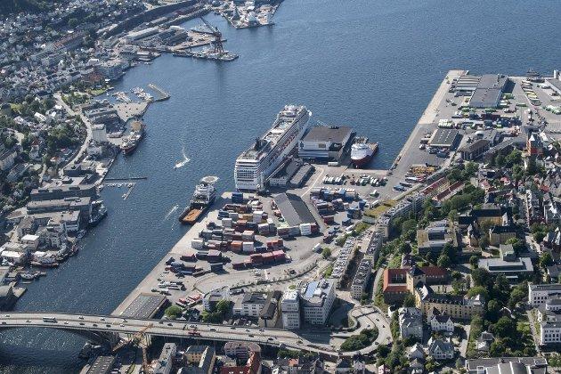 Dokken slik den er i dag, en containerhavn.