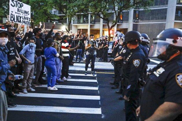 Denne giftige blandingen av fiendtlig politi og prekære livsbetingelser er selvsagt en oppskrift på trøbbel. Det har skjedd før og det vil eksplodere på nytt. Helt til de grunnleggende livsbetingelsene for svarte amerikanere blir endret. Sannsynligheten for at det skal skje, er ikke særlig stor, skriver Chris Tvedt. Foto: AP Photo
