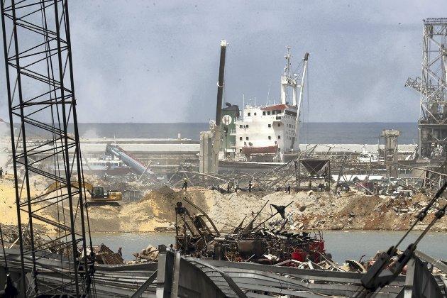 – Beirut er nå preget av enorme ødeleggelser som følge en eksplosjon. Ifølge Beiruts guvernør er 200.000 blitt hjemløse, nærmere 150 er døde og flere tusen er blitt skadet. Håpet er at den tragiske eksplosjonen kan få flere til å få øynene opp for dette hardt prøvede landet. FOTO: AP