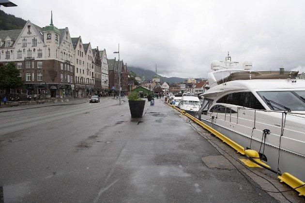 – Selv om det selvsagt er sterkt ønskelig å få redusert gjennomgangstrafikken, må vi ikke glemme at store deler av Bergen sentrum er bilfritt allerede, at vi har en trang by og at bergensregionen for øyeblikket er ekstremt bilavhengig, skriver Kristoffersen.
