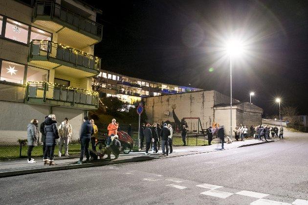Naboer i Nyhavn er imot kommunens planer om å legge boliger for rusmisbrukere her. – Denne løsningen, tilfredsstillende utelukkende for maktpersoner med et lokaliseringsproblem, er urettferdig mot alle involverte – naboene og barna deres, barnehageansatte, en særegen institusjon som Gamle Bergen. Og ikke minst mot disse uhåndterlige rusmisbrukerne selv, skriver Erling Gjelsvik. ARKIVFOTO: SKJALG EKELAND