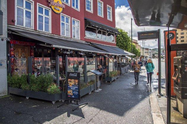 Fylkerådmannen vil telle fotgjengere i blant annet dette området på Torget. FOTO: EIRIK HAGESÆTER