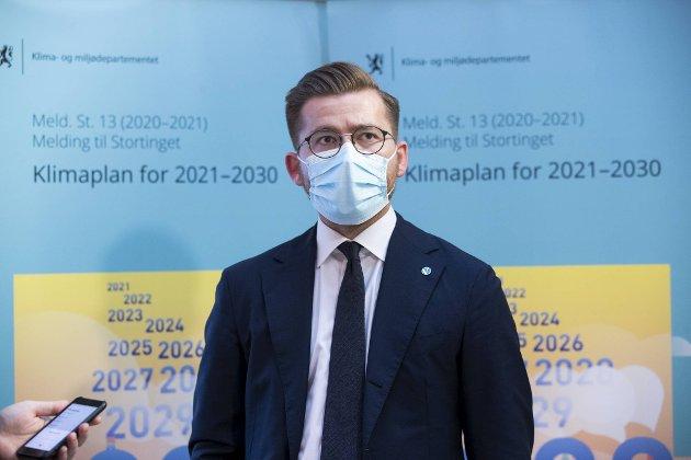 """Klima- og miljøminister Sveinung Rotevatn under presentasjonen av stortingsmeldingen """"Klimaplan for 2021-2030"""" Foto: Berit Roald / NTB"""