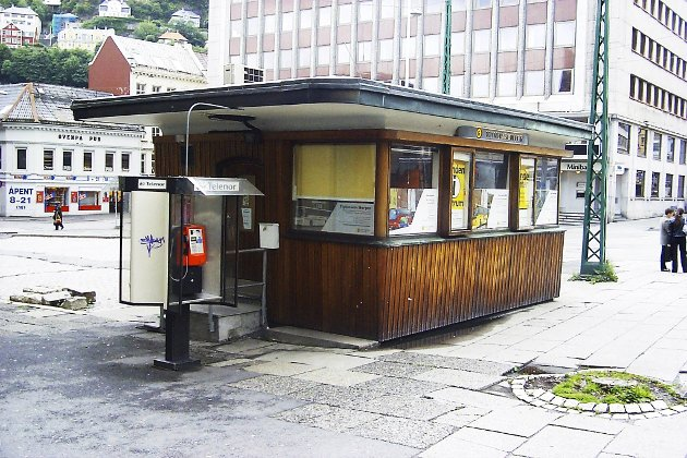 Sporveiskiosken lå lett tilgjengelig øverst på                        Vågsallmenningen.