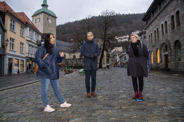 – I desse dagar er det i Arbeidarpartiet at slaget om rusreforma står. Det står respekt av Arbeidartiet i Bergen, som gjennom meir enn eit tiår har vore med og utvikla ein human og solidarisk ruspolitikk med utgangspunkt i brusteinen i Bergen, skriv Oddny Miljeteig. På bildet er Ap-politikarane: Lubna Jaffery, Roger Valhammer og Marte Mjøs Persen. FOTO: EIRIK HAGESÆTER