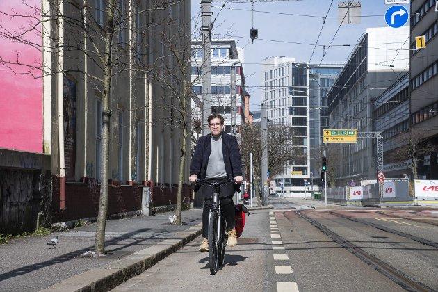 – Hvordan kan pedalkameratene, byrådet og hele bystyret forsvare å bygge sykkelvei i Sjøgaten og tunnel under Sandvikskirken, der over en milliard av våre norske kroner kastes ut vinduet? FOTO: AGNIESZKA IWANSKA