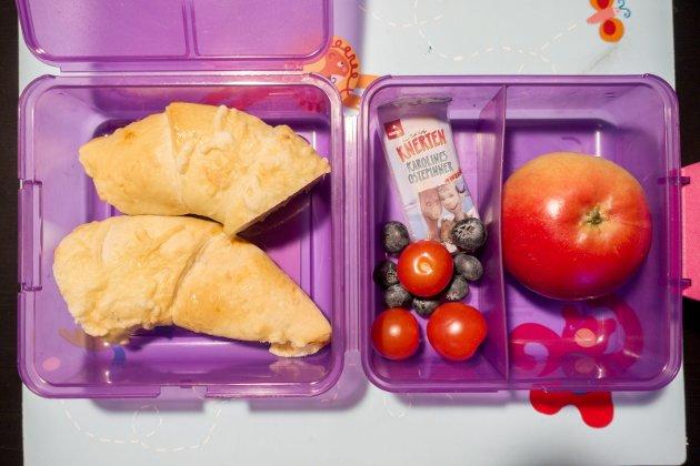 – Om du ønsker å gjøre matpakken til en god opplevelse, anbefaler jeg deg å lage maten sammen med barnet. FOTO: Gorm Kallestad, NTB
