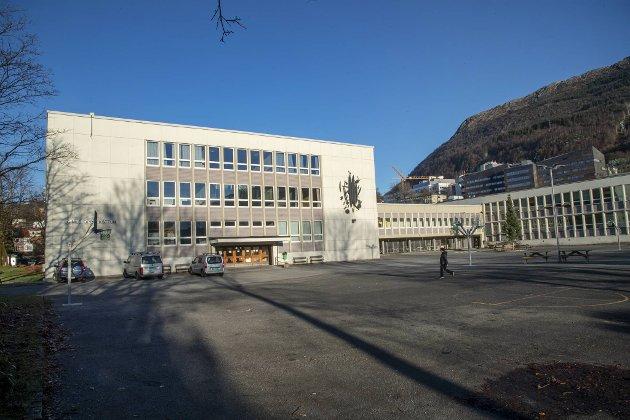 Denne uken er det blitt meldt om smitte ved flere grunnskoler i Bergen kommune. Ved Gimle skole er 53 elever og fem ansatte i karantene til og med 2. mai.