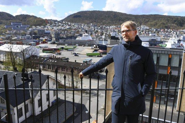 – Ved å overstyre markedskreftene, vil byrådsleder Roger Valhammer sørge for at det blir boliger for alle på Dokken. Men et tilrettelagt prosjekt her blir som en dråpe i havet, skriver innleggsforfatteren. Foto: Rune Johansen