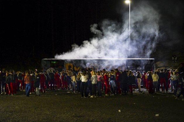 Først når festingen i Hordnesskogen har gått over styr, har politiet dukket opp.