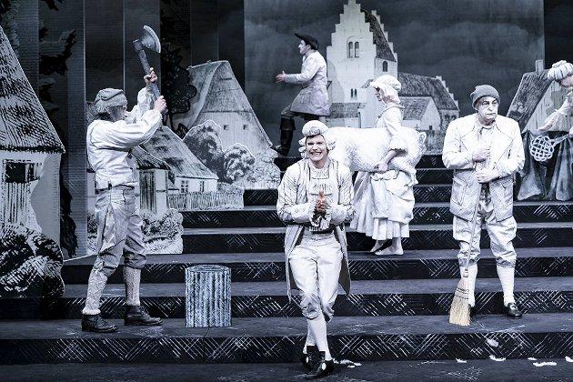 Fra venstre: Knut Erik Engemoen, Frode Bjorøy og Stig Amdam i Eramus Montanus. Stykket imponerte BAs anmelder.