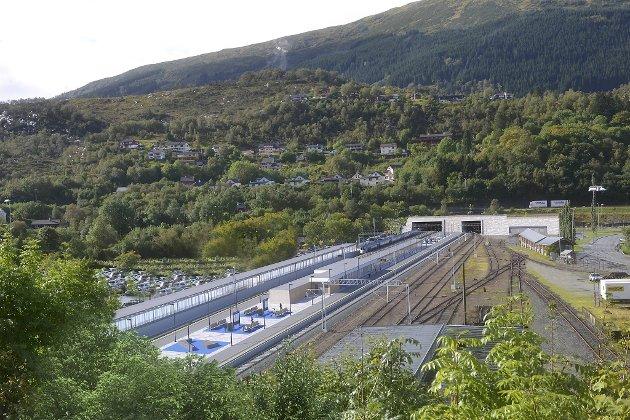 Når Arna stasjon og dobbeltsporet står klart om tre år, vil Arna bli bydelen som har best kollektivtilbud til sentrum. Likevel fortsetter politikerne å flytte bydelens tilbud nordover til trafikkmaskinen Åsane. ILLUSTRASJON: BANE NOR