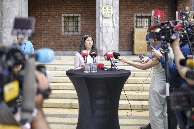 – Byråd for miljø og samferdsel Lan Marie Nguyen Berg (MDG) møtte pressen i Oslo rådhus onsdag etter at det ble klart at byrådet går av som følge av mistillitsforslaget mot henne. Foto: Fredrik Hagen / NTB