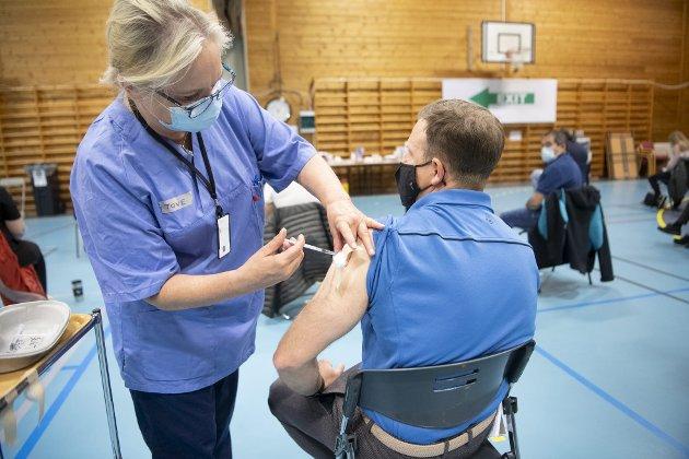 Man godkjenner ingen vaksiner uten å være sikker på at fordelene er mye, mye større enn ulempene ved kjente eller usikre bivirkninger.