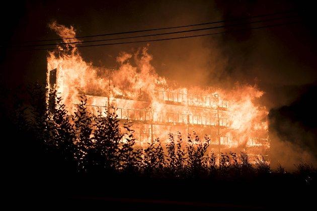 Meldingene om brannen kom 0217. BA var på stedet 0220. Da var blokken overtent.