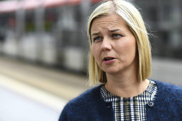 Kunnskapsminister Guri Melby (V) nekter å innrømme at skolene ikke burde vært åpnet på grønt nivå midt i august. Uansett hvor mye smittetallene for korona stiger totalt, og ikke minst blant skoleelever. FOTO: Rune Johansen