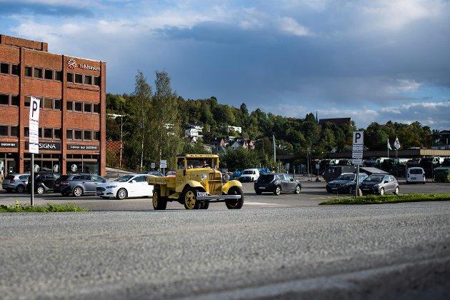Jørgen Klæboe tok seg en kjapp kjøretur for å vise at bilen fungerer, selv om den er litt tungkjørt.