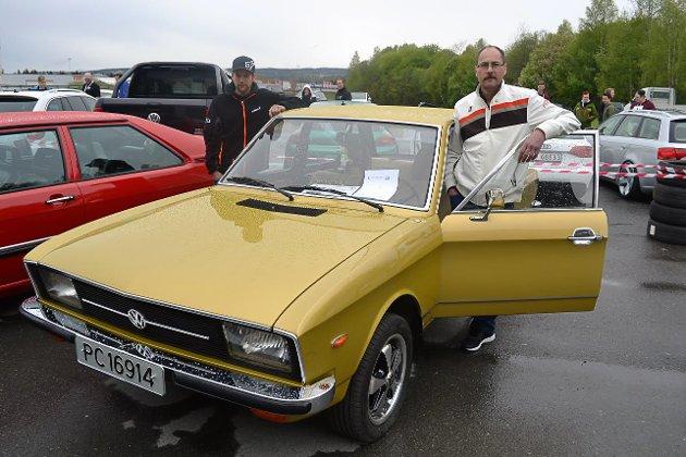 SJELDENHET: Futura gelb heter fargen på Kai Ronny Nilsens sjeldne K 70. Bilen, som er fra 1972, sto i årevis på en låve.  Nilsen brukte én vinter, og så var bilen slik den var da den ankom Norge for 45 år siden. I dag er det bare seks slike i landet.