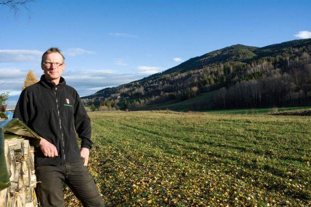 FORPAKTER: Ole Auen Wiger forpakter jordet hvor grunneieren i stedet ønsker boligutvikling.
