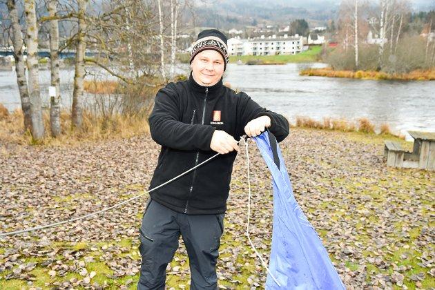 TIDLIG UTE: Nestleder i dykkeklubben Håkon Ruud var tidlig på plass for å ordne i stand.