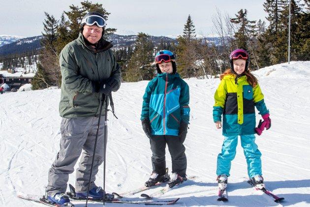 «STAMGJEST»: Ove Lange fra Oslo har nykjøpt leilighet og trives i slalåmbakkene på Norefjell. Sammen med barna - tvillingene Max og Mathea på 10 år - har han 55 netter på Norefjell i vinter.