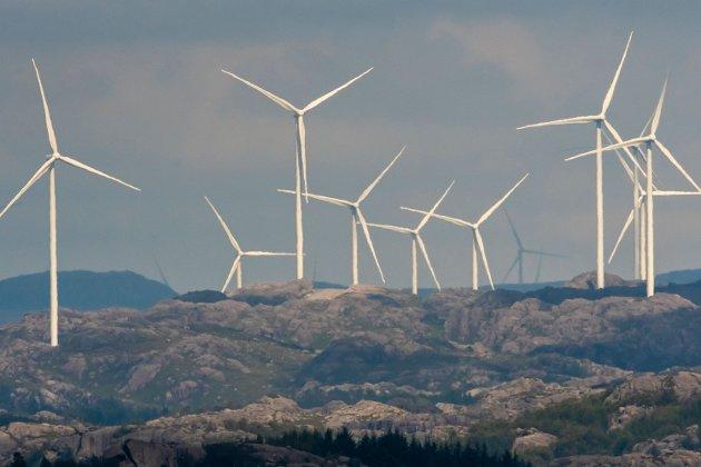 STORE INNGREP: Bildet viser vindmøller ved Åseheia i Eigersund fotografert fra Auglend på Eigerøy.
