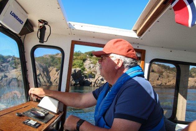 KAPTEIN AAKRE: Johan Aakre legger gjerne ut på sjøen for å transportere gjester til og fra fyret.