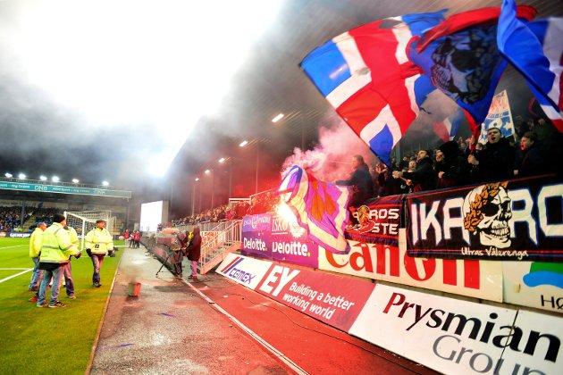 Vålerenga supportet oppførte seg skremmende for andre tilskuere på Marienlyst stadion i kampen mellom Strømsgodset og Vålerenga i siste serierunde