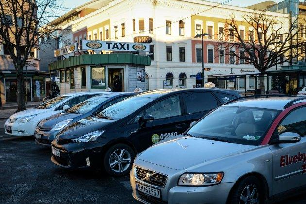 ØNSKER FLERE HOLDEPLASSER: Thormod Thoresen ønsker seg flere drosjeholdeplasser i den nye Drammen-kommunen.