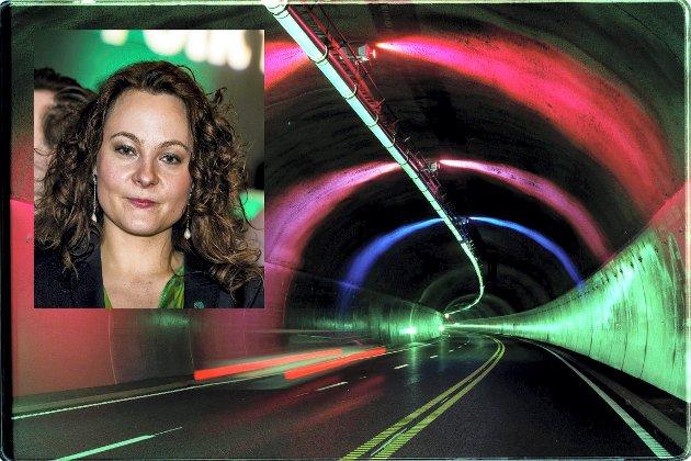 OSLO, 20000626:  Erik Wessel fikk i oppdrag å utsmykke Oslofjordtunnelen med lys Her Blått, fiolett og magentarødt er valgt for å bryte monotonien som en kjøretur gjennom 7,4 kilometer tunnel skaper. Foto: Berit Roald, SCANPIX
