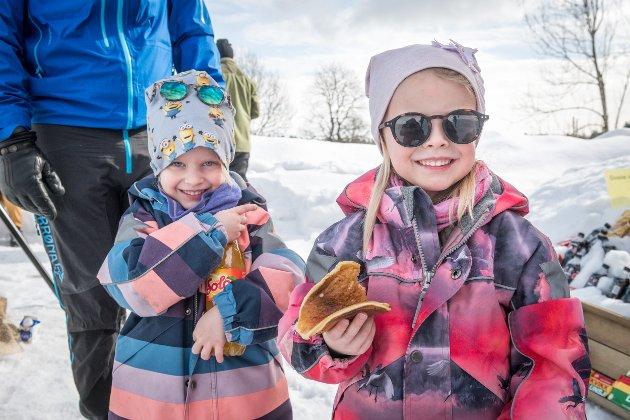 Lotte og Mia Gustavsen Kvam tyvstarter påsken med solo og svele.