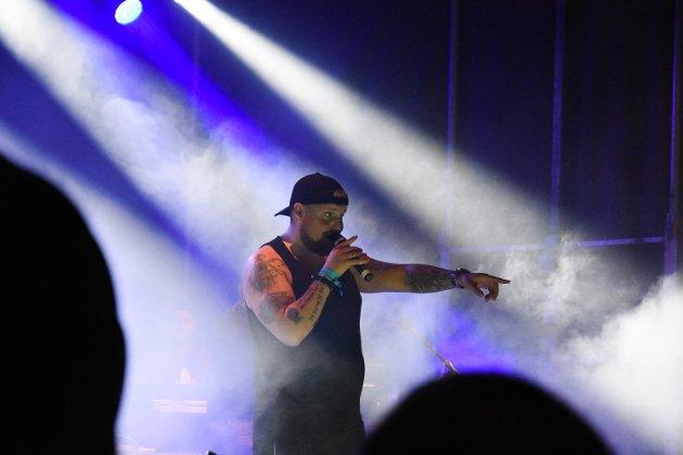Staysman og Lazz lagde god stemning og dro i gang flere allsanger som publikum tok godt imot.