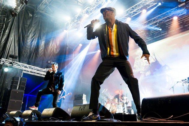 Elvefestivalen 2018. Nico & Vinz spillerpå scenen på Gamle Kirkeplass i Drammen