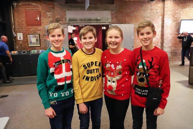 Trillingene Peter, Magnus og Simen Haugan Marcussen (12) var denne lørdagen klar for julekonsert sammen med Cornelia Johannessen (10).